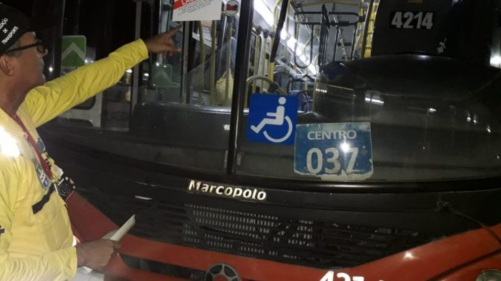 Prefeitura de Maceió lacra ônibus urbanos durante fiscalização