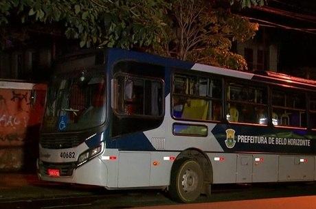 Ônibus atropela e mata pedestre na madrugada desta terça-feira em Belo Horizonte