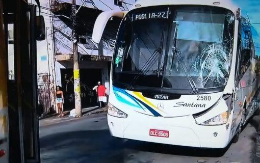 Colisão entre dois ônibus deixa um ferido em Salvador nesta manhã