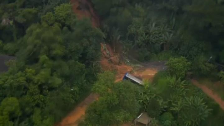 Vídeo: Deslizamento de terra atinge ônibus urbano na Zona Norte de São Paulo