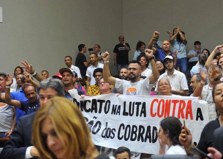 Vereadores barram projeto da prefeitura que visava retirar cobradores de ônibus de Porto Alegre