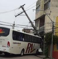 SP: Acidente com ônibus deixa bairro sem energia elétrica em Jundiaí