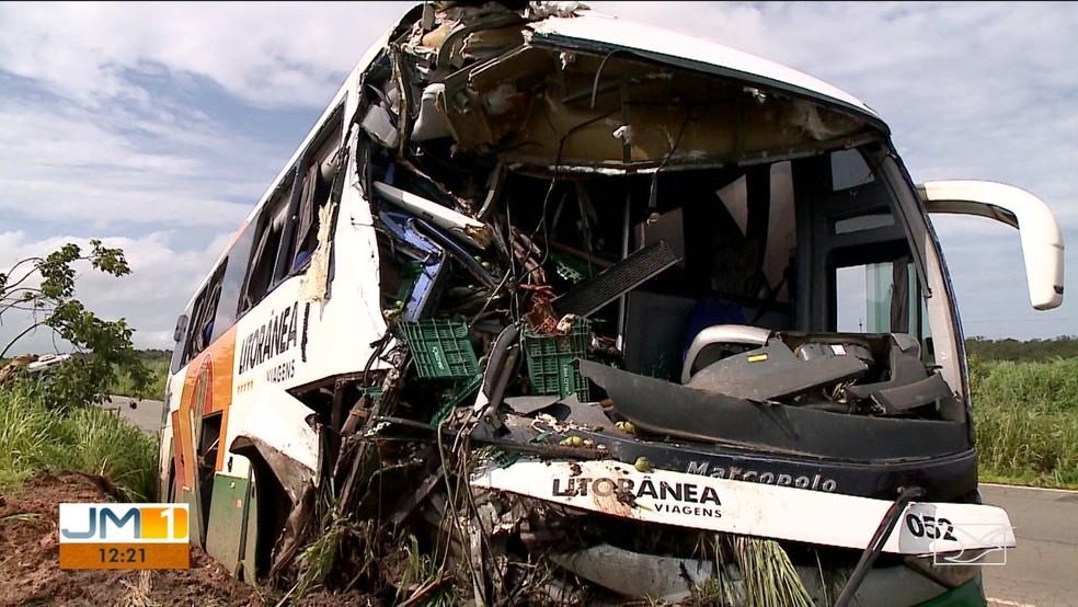 MA: Acidente com ônibus da Litorânea Viagens deixa 5 feridos na BR-135