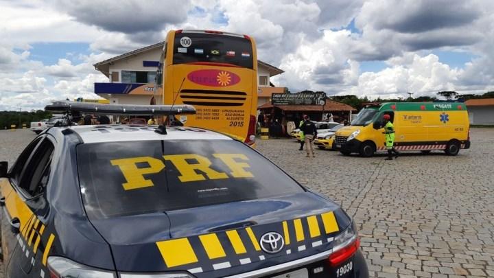 PR: Bandidos armados com fuzil assaltam ônibus na BR-376