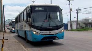 Coronavírus: Polícia usa ônibus para transportar mais 105 passageiros de navio isolado no porto do Recife