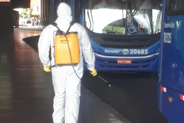 Prefeitura de BH determina que ônibus municipais só circulem com passageiros sentados