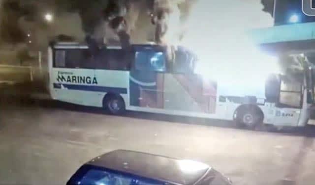 Homem incendia ônibus da Expresso Maringá no interior do MS