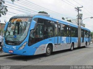 Rio: BRT e ônibus convencionais seguem circulando lotados na cidade