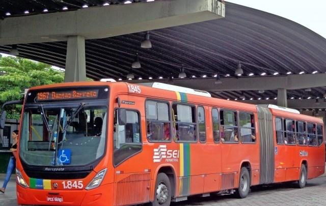 Governo de Pernambuco determina circulação de ônibus sem aglomeração e intensifica fiscalização