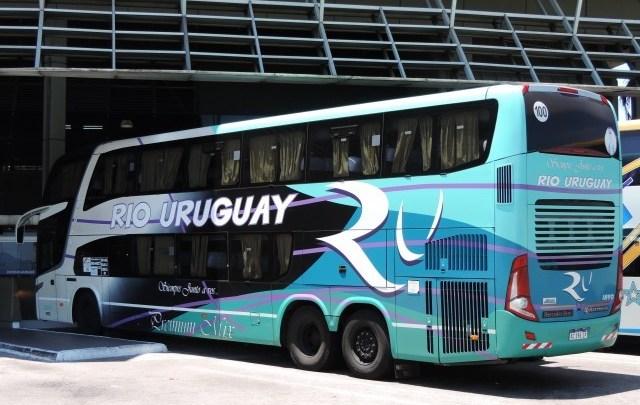 Vídeo: Ônibus vindo do Uruguai acaba escoltado em Florianópolis nesta quinta-feira