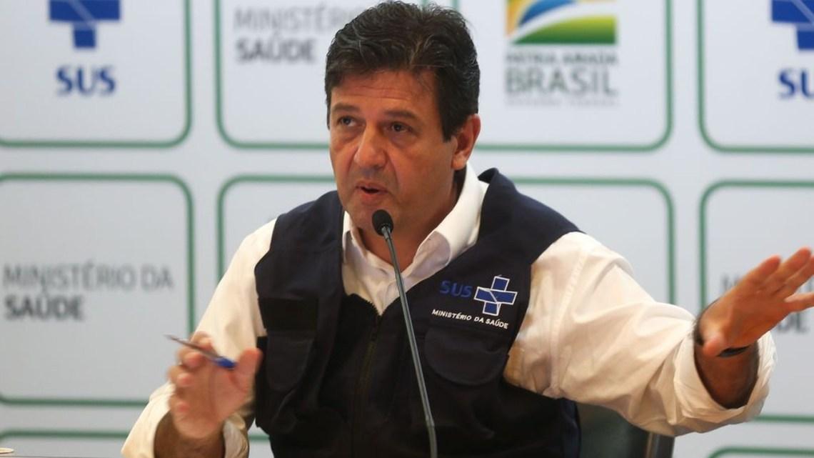 Ministro da Saúde defende a necessidade de isolamento em todo o Brasil. Passageiros de ônibus seguem monitorados