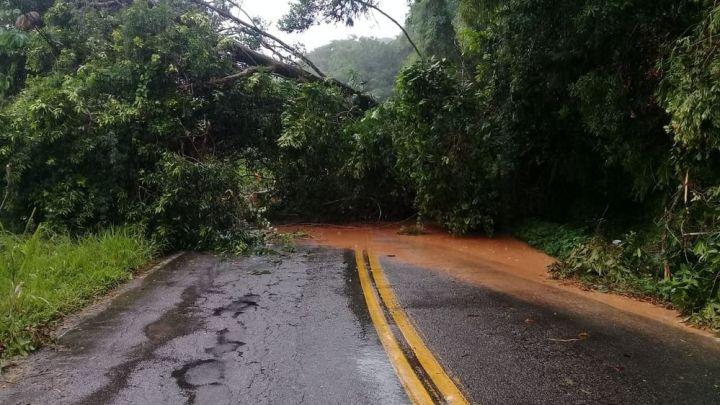 SP: Chuva provoca fechamento da Guarujá x Bertioga onde passageiros ficaram ilhados por 12 horas