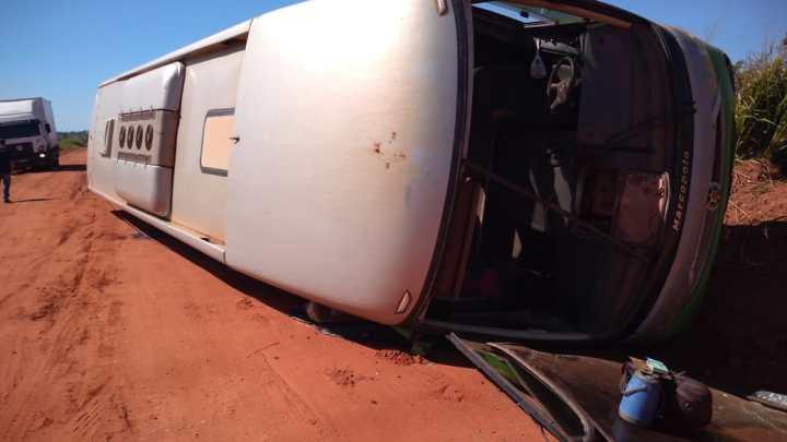 PA: Ônibus tomba entre os municípios de Cumaru e Redenção