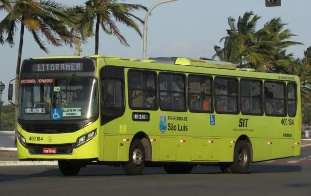 Vídeo: Bolsonaro critica ação da PM dentro de ônibus durante lockdown em São Luís