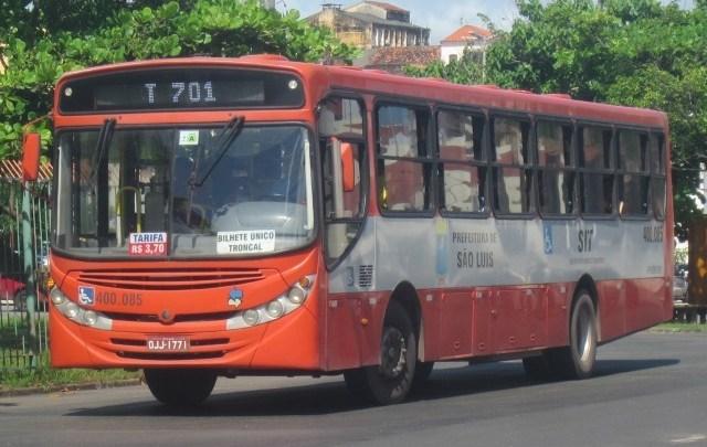PM prende marginais em flagrante após assalto a ônibus em São Luís