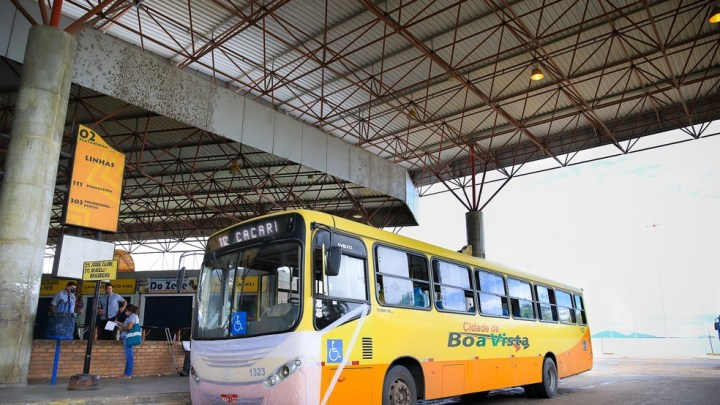 Boa Vista: Ônibus com máscaras tentam sensibilizar passageiros durante a pandemia da Covid-19