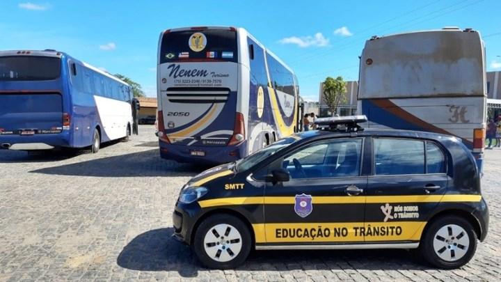 BA: Polícia Rodoviária e SMTT apreendem 3 ônibus na BR-030