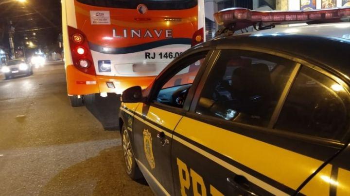 RJ: PRF prende assaltante de ônibus na Rodovia Presidente Dutra