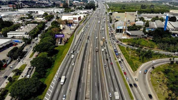 SP: Acidente na Rodovia Presidente Dutra deixa tráfego lento nesta manhã