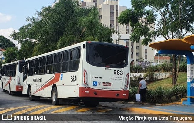 SP: Taboão da Serra higieniza pontos de ônibus diariamente para tentar conter a Covid-19