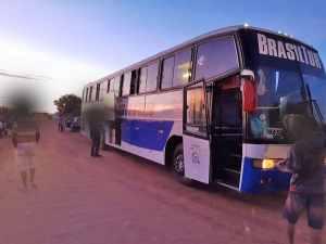 PI: Polícia Militar apreende ônibus clandestino na BR-407