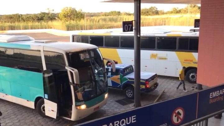 PI: ANTT apreende ônibus pirata com 39 passageiros na BR-230 em Floriano