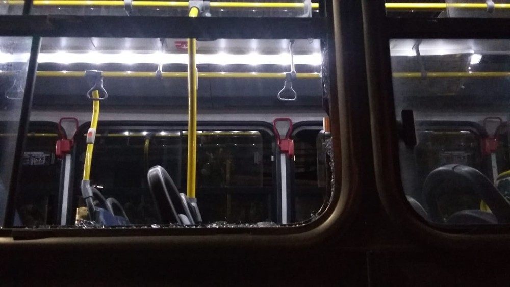 BH: Homem que foi impedido de embarcar sem o uso de máscara, acaba preso após apedreja ônibus