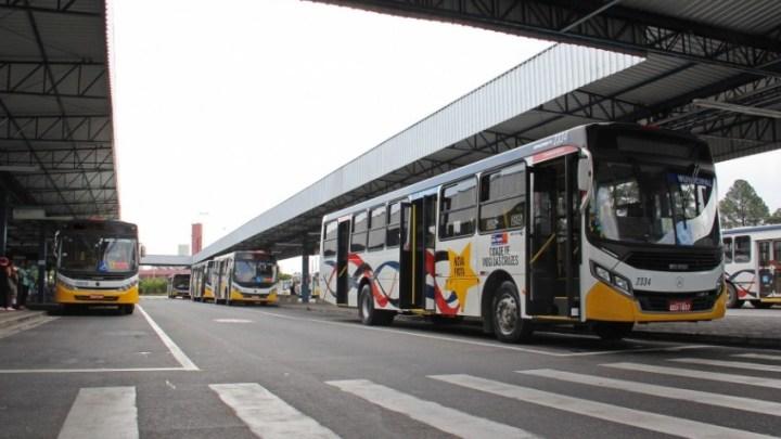 Mogi das Cruzes: Exército Brasileiro  realiza trabalho de desinfecção nos terminais de ônibus nesta quinta-feira