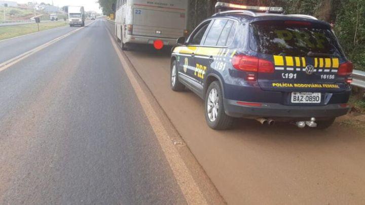 PR: PRF multa motorista de ônibus que dirigia sob efeito de álcool na BR-376