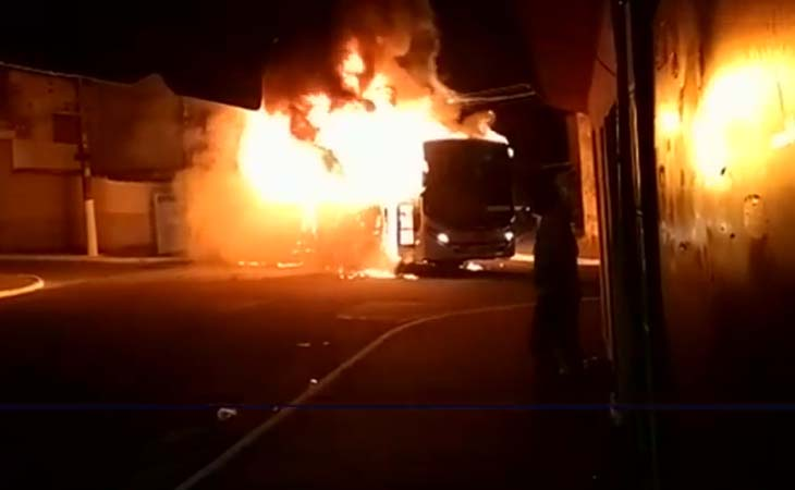 São Paulo: Dois ônibus acabam sendo incendiado na Cidade Tiradentes neste domingo