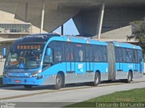 Vídeo: Ônibus do BRT Rio solta roda e por pouco não causa um grave acidente em Jacarepaguá