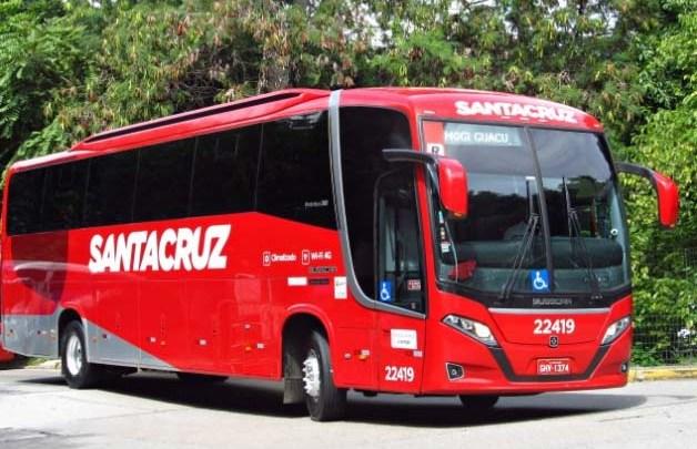 MG: Acidente entre carreta e ônibus da Viação Santa Cruz chama atenção