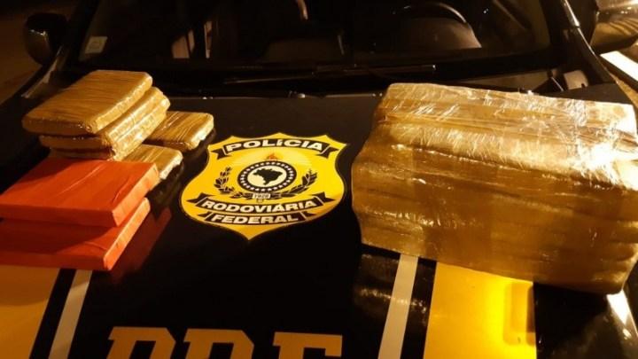 RS: PRF prende traficante transportando drogas dentro de um ônibus na BR-290