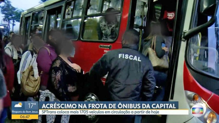 São Paulo registra ônibus lotados nesta manhã de quarta-feira