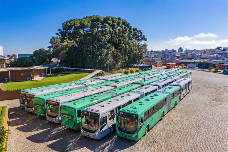 Curitiba supera meta e renova 535 ônibus em três anos, diz prefeitura