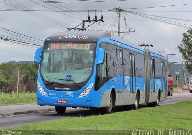 Vídeo: Ônibus do BRT Rio circula de portas abertas na Zona Oeste