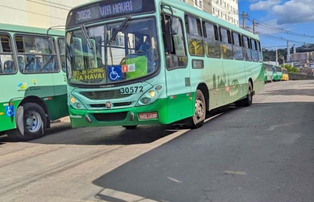 Grande BH: Empresas de ônibus contabilizam quase 12 mil multas por excesso de passageiros e falta de álcool em gel