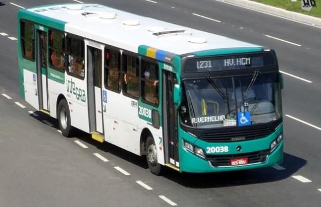 Ônibus da OT Trans com rodoviários acaba assaltado no bairro São Caetano em Salvador