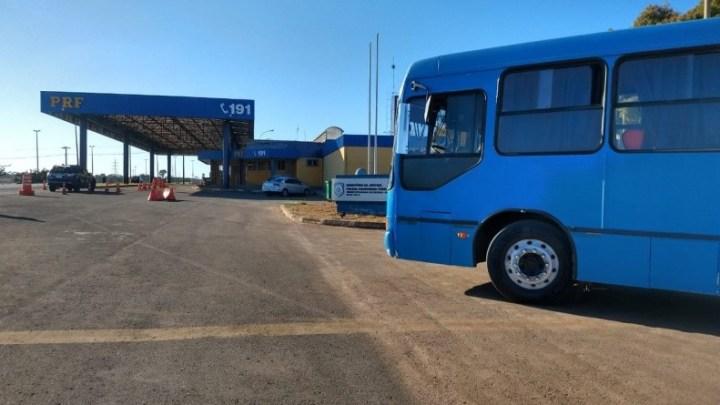 Vídeo: PRF flagra ônibus pirata que aparentava ser de linha regular na BR-070 no DF