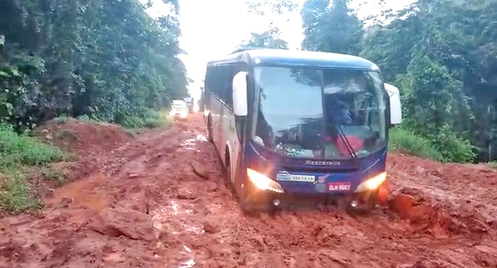 Macapá: Atoleiro na BR-156 segue causando atrasos em viagens até Oiapoque