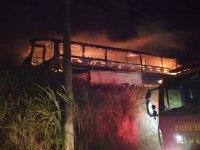 Ônibus rodoviários da União Brasil pegam fogo em Juiz de Fora na madrugada deste sábado