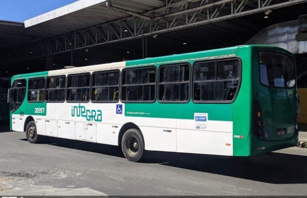 Polícia apreende adolescente por assalto em ônibus em Salvador