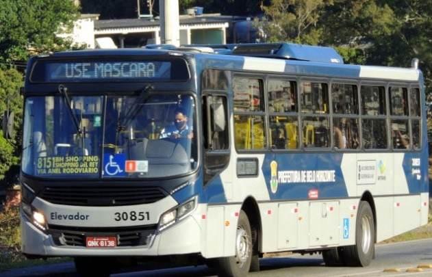 Faltará ônibus para cumprir decreto que restringe passageiros em pé em BH, diz Setra