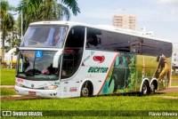 PR: Carreta tomba após bater em ônibus da Eucatur na PR-090 em Alvorada do Sul