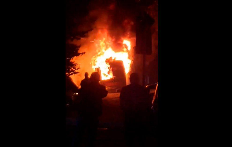 Vídeo: Ônibus é incendiado no Rio Pequeno na noite desta sexta-feira, em São Paulo
