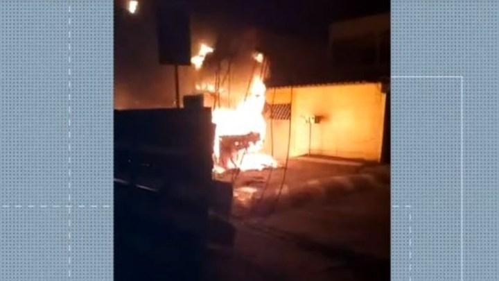 Grande Vitória: Ônibus é incendiado por marginais na noite deste domingo