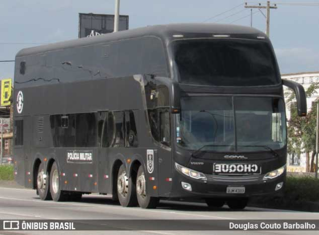 Vídeo: Após tiroteio em Arraial do Cabo, Batalhão de Choque usa ônibus com agentes na região