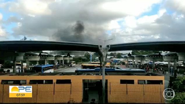 Recife: Manifestação acaba prejudicando a circulação de ônibus do TI Barro nesta manhã