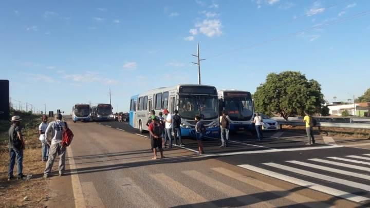 Palmas: Passageiros realizam bloqueio da BR-010 nesta manhã