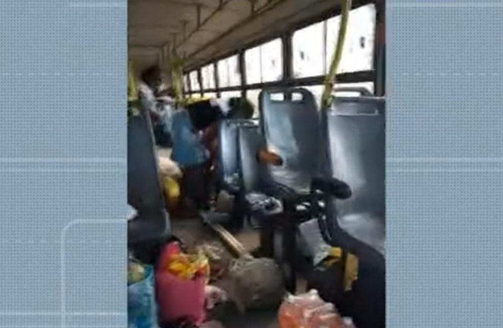 BA: Grupo realiza arrastão em ônibus com 40 passageiros em Feira de Santana